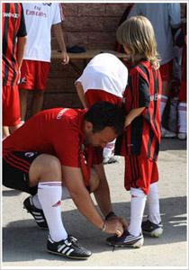 Профессиональный персонал ФК «Милан» для детей, молодых и девочек